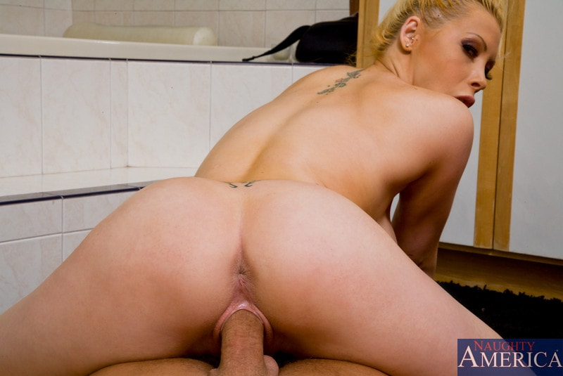 Naughty America 'and Bill Bailey in Housewife 1 on 1' starring Candy Manson (Photo 8)