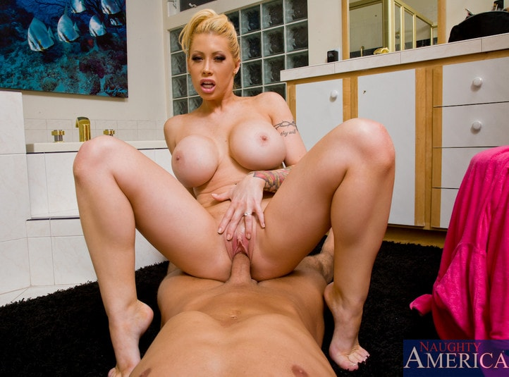 Naughty America 'and Bill Bailey in Housewife 1 on 1' starring Candy Manson (Photo 13)