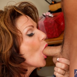 Deauxma in 'Naughty America' and Kris Slater in My Friends Hot Mom (Thumbnail 6)