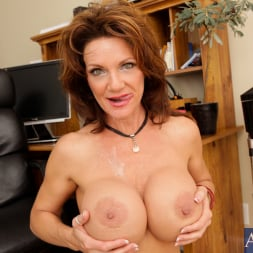 Deauxma in 'Naughty America' and Kris Slater in My Friends Hot Mom (Thumbnail 15)