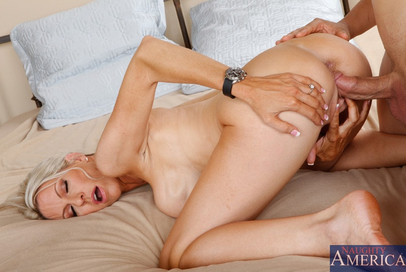 Naughty America 'and Giovanni Francesco in Seduced by a cougar' starring Emma Starr (Photo 13)