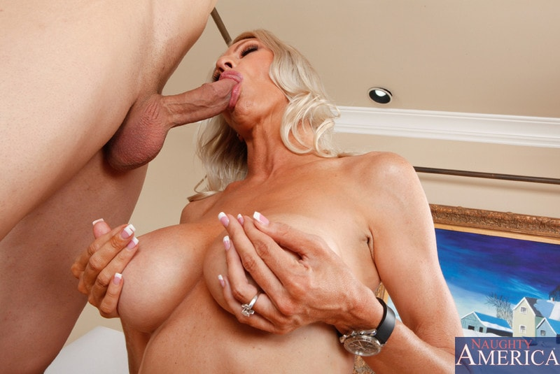 Naughty America 'and Giovanni Francesco in Seduced by a cougar' starring Emma Starr (Photo 15)