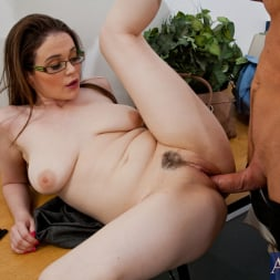 Tessa Lane in 'Naughty America' and Justin Magnum in Naughty Bookworms (Thumbnail 4)