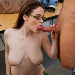Tessa Lane in 'Naughty America' and Justin Magnum in Naughty Bookworms (Thumbnail 6)