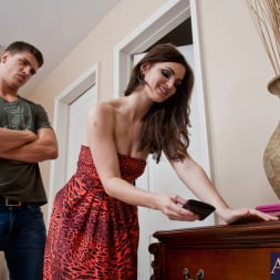 Lily Carter in 'Naughty America' and Bruce Venture in My Dad's Hot Girlfriend (Thumbnail 2)