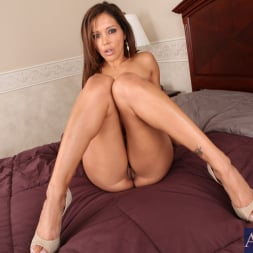 Francesca Le in 'Naughty America' and Romeo Price in My Friends Hot Mom (Thumbnail 1)