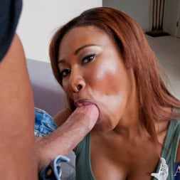 Jessica Dawn in 'Naughty America' and Bill Bailey in My Friends Hot Mom (Thumbnail 6)