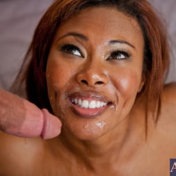Jessica Dawn in 'Naughty America' and Bill Bailey in My Friends Hot Mom (Thumbnail 14)