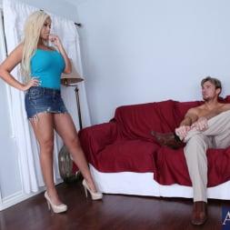 Bridgette B in 'Naughty America' Bridgette B. and Justin Magnum in Neighbor Affair (Thumbnail 3)
