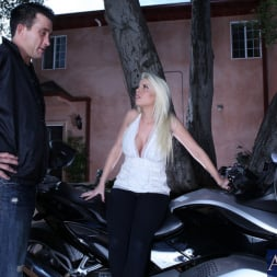 Britney Amber in 'Naughty America' and Billy Glide in My Dad's Hot Girlfriend (Thumbnail 1)