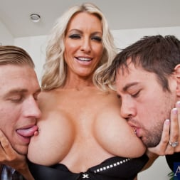 Emma Starr in 'Naughty America' Emma Starr, Johnny Castle and Michael Vegas in My Friends Hot Mom (Thumbnail 4)