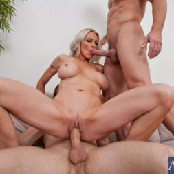 Emma Starr in 'Naughty America' Emma Starr, Johnny Castle and Michael Vegas in My Friends Hot Mom (Thumbnail 8)