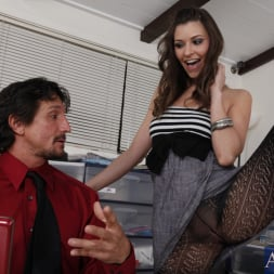 Victoria Lawson in 'Naughty America' and Tommy Gunn in Naughty Office (Thumbnail 3)