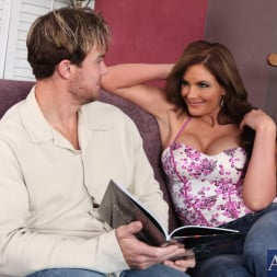 Phoenix Marie in 'Naughty America' and Justin Magnum in American Daydreams (Thumbnail 2)
