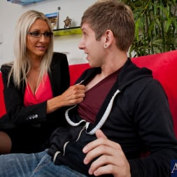 Emma Starr in 'Naughty America' and Danny Wylde in My Dad's Hot Girlfriend (Thumbnail 3)