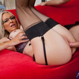 Emma Starr in 'Naughty America' and Danny Wylde in My Dad's Hot Girlfriend (Thumbnail 7)