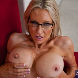 Emma Starr in 'Naughty America' and Danny Wylde in My Dad's Hot Girlfriend (Thumbnail 14)