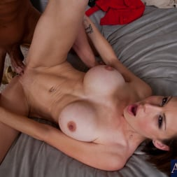 McKenzie Lee in 'Naughty America' and Bruce Venture in My Friends Hot Mom (Thumbnail 9)