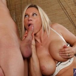 Devon Lee in 'Naughty America' and Xander Corvus in My Friends Hot Mom (Thumbnail 6)