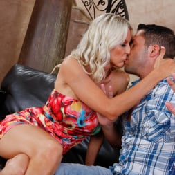 Emma Starr in 'Naughty America' and Kris Slater in Seduced by a cougar (Thumbnail 2)