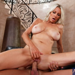 Emma Starr in 'Naughty America' and Kris Slater in Seduced by a cougar (Thumbnail 6)