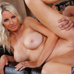 Emma Starr in 'Naughty America' and Kris Slater in Seduced by a cougar (Thumbnail 7)