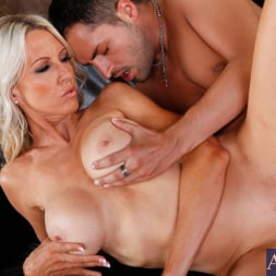 Emma Starr in 'Naughty America' and Kris Slater in Seduced by a cougar (Thumbnail 8)
