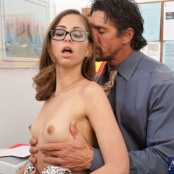 Riley Reid in 'Naughty America' and Tommy Gunn in Naughty Bookworms (Thumbnail 6)