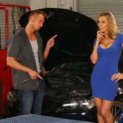 Tanya Tate in 'Naughty America' and Bill Bailey in My Friends Hot Mom (Thumbnail 2)
