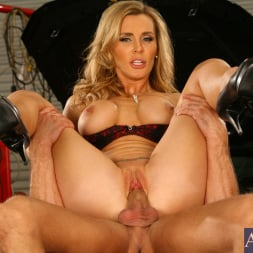 Tanya Tate in 'Naughty America' and Bill Bailey in My Friends Hot Mom (Thumbnail 9)