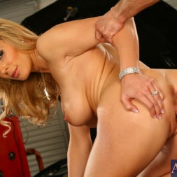 Tanya Tate in 'Naughty America' and Bill Bailey in My Friends Hot Mom (Thumbnail 11)