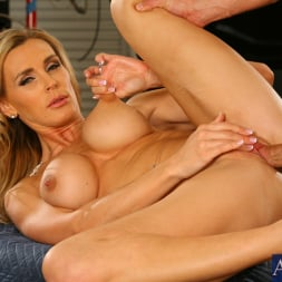 Tanya Tate in 'Naughty America' and Bill Bailey in My Friends Hot Mom (Thumbnail 15)