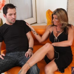 Kristal Summers in 'Naughty America' and Kris Slater in Seduced by a cougar (Thumbnail 2)
