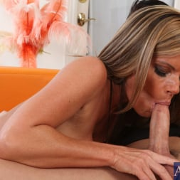 Kristal Summers in 'Naughty America' and Kris Slater in Seduced by a cougar (Thumbnail 4)