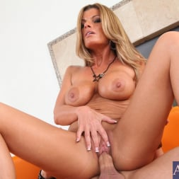 Kristal Summers in 'Naughty America' and Kris Slater in Seduced by a cougar (Thumbnail 10)