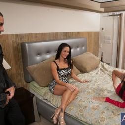 Ava Addams in 'Naughty America' Neighbor Affair (Thumbnail 5)