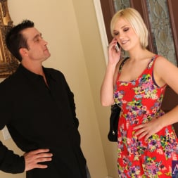 Siri in 'Naughty America' and Billy Glide in My Wife's Hot Friend (Thumbnail 3)