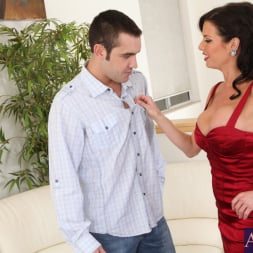 Veronica Avluv in 'Naughty America' and Daniel Hunter in Seduced by a cougar (Thumbnail 2)