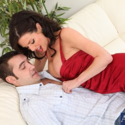 Veronica Avluv in 'Naughty America' and Daniel Hunter in Seduced by a cougar (Thumbnail 3)