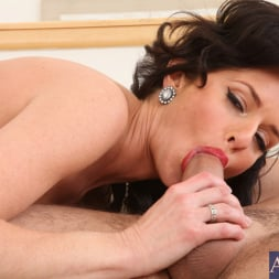 Veronica Avluv in 'Naughty America' and Daniel Hunter in Seduced by a cougar (Thumbnail 6)