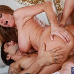 Darla Crane in 'Naughty America' Darla Crane, Alan Stafford and Ryan Driller in My Friends Hot Mom (Thumbnail 13)