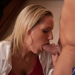 Zoe Holiday in 'Naughty America' and Johnny Castle in My Dad's Hot Girlfriend (Thumbnail 10)