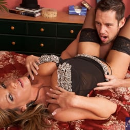 Kristal Summers in 'Naughty America' and Johnny Castle in My Friends Hot Mom (Thumbnail 3)