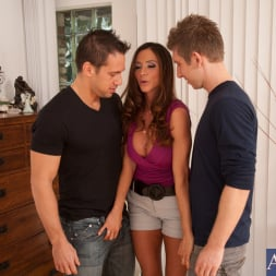 Ariella Ferrera in 'Naughty America' Ariella Ferrera, Johnny Castle and Danny Wylde in Seduced by a cougar (Thumbnail 4)