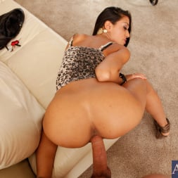 Lyla Storm in 'Naughty America' and Will Powers in Housewife 1 on 1 (Thumbnail 7)