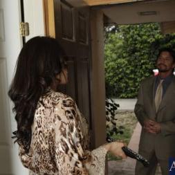 Capri Cavanni in 'Naughty America' and Tommy Gunn in Neighbor Affair (Thumbnail 3)