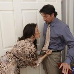 Capri Cavanni in 'Naughty America' and Tommy Gunn in Neighbor Affair (Thumbnail 4)