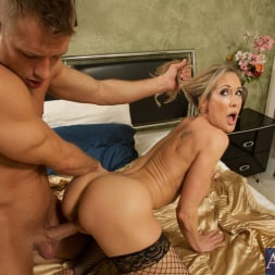 Brandi Love in 'Naughty America' and Bill Bailey in Seduced by a cougar (Thumbnail 7)