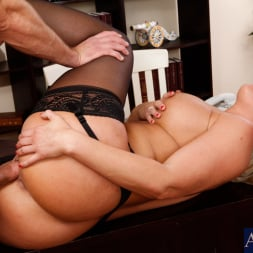 Mellanie Monroe in 'Naughty America' and Bill Bailey in My First Sex Teacher (Thumbnail 9)