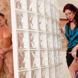 Tiffany Mynx in 'Naughty America' and Bill Bailey in My Friends Hot Mom (Thumbnail 2)